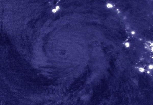 Астронавт заснял ураган Женевьева с борта МКС