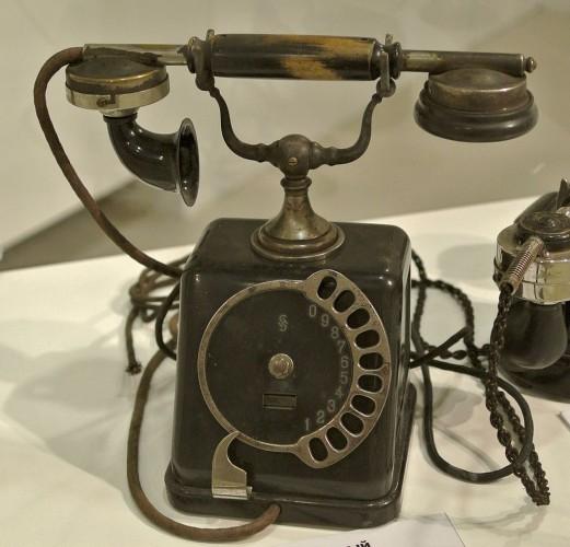 День в истории: 20 августа - Телефон с дисковым набором и патент на электробатарею