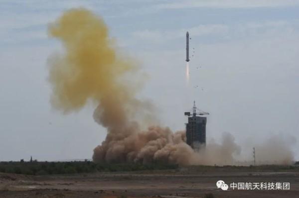 Китай запустил ракету с космодрома в пустыне Гоби
