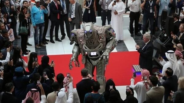 Робот-охранник короля Бахрейна оказался фейком