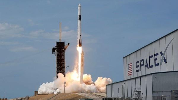 SpaceX будет доставлять военные спутники на орбиту