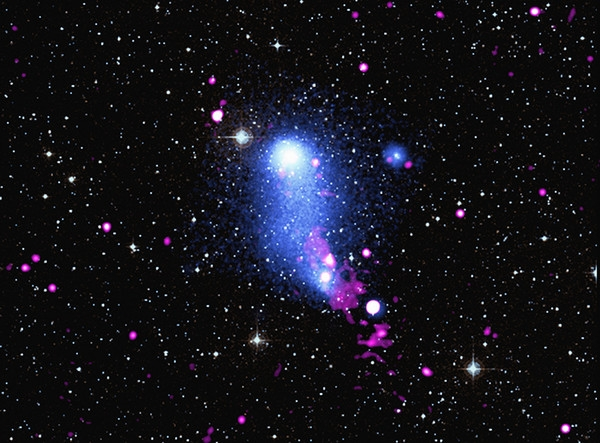 Астрономы поймали странный сигнал из соседнего скопления галактик