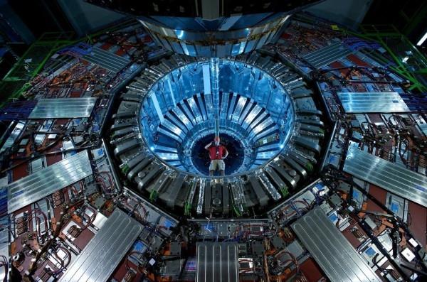 День в истории: 10 сентября - Запуск коллайдера и уникальность ДНК