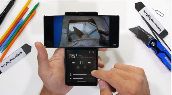Видео дня: Новый раскладной смартфон LG Wing разобрали на части