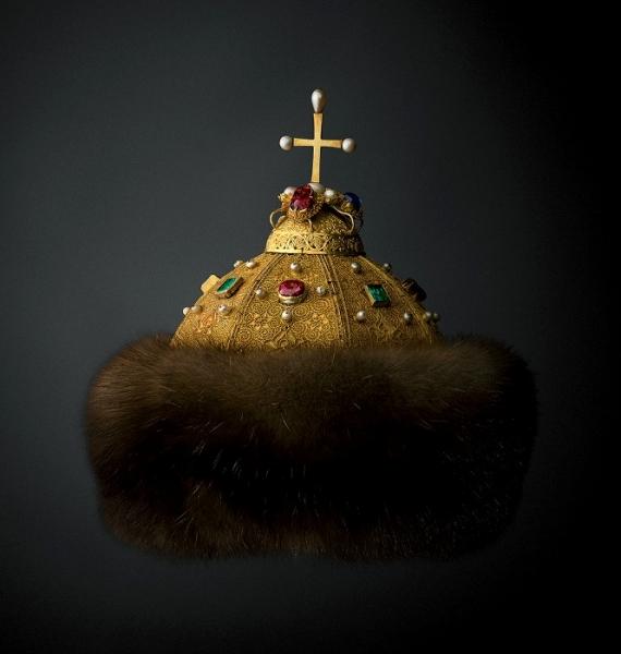 Шапка Мономаха и скипетр династии Романовых: 9 царских регалий Российского государства