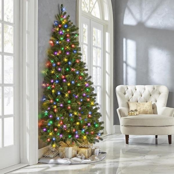 В продаже появились половина новогодней ёлки