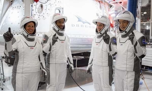 Виноват лак: Запуск астронавтов к МКС на ракете SpaceX снова перенесли