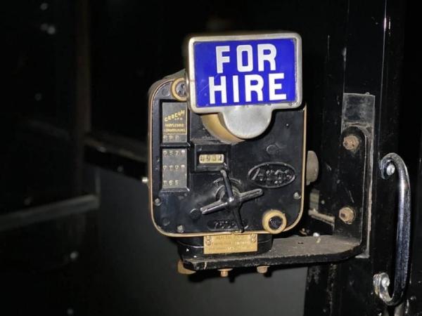 Редкие суперкары стоимостью ?30 млн найдены пылящимися в заброшенном подземном гараже (16 фото,видео)