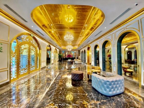 Внутри первого в мире позолоченного отеля, построенного во Вьетнаме